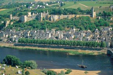 Vue générale de Chinon (© MARC JAUNEAUD - ICONOTEC)