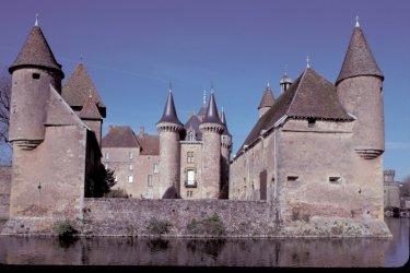 Le château de La Clayette (© Alamer - Iconotec)