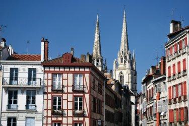 Vieille rue à Bayonne (© Yvann K - Fotolia)