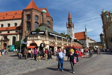 Viktualienmarkt (place du marché).