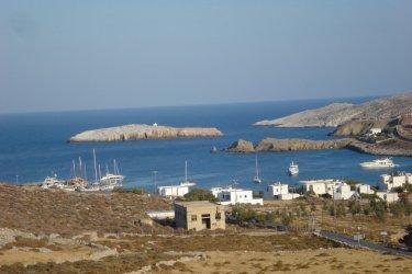 Vue sur le port de Folegandros. (© Ana JOVETIC-VUCKOVIC)