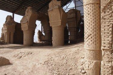 La mosquée Hadji Piyada, à Balkh, est la première construction islamique connue du pays.