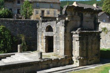 Le mausolée de Lanuéjols (© Thomas LAUNOIS - Fotolia)
