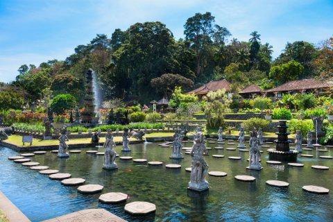 Water Palace. (© Iryna Rasko / Shutterstock.com)