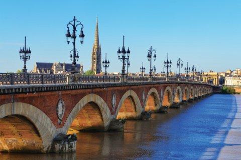 Le pont de pierre, Bordeaux. (© MartinM303 - iStockphoto)