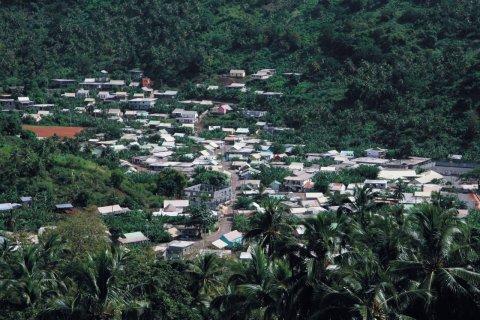 Le petit village de M'tsangadoua. (© Stéphan SZEREMETA)