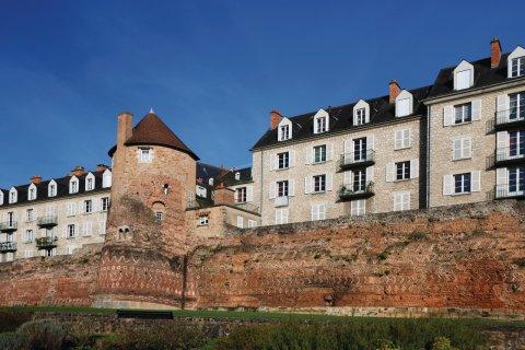 L'enceinte gallo-romaine et la tour de la Madeleine (© Oks_Mit - iStockphoto.com)