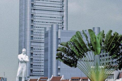 Quartier des affaires et statue de Raffles. (© Yukiko Yamanote - Iconotec)