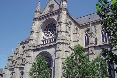 L'église Saint-Aubin, place Sainte-Anne. (© Jérôme DELAHAYE - Fotolia)