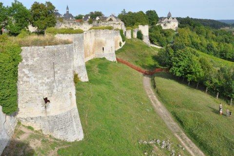 Vestiges du château des Sires de Coucy. (© Catherine FAUCHEUX)