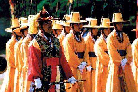 Changement de la garde royale au palais Deoksugung. (© Miguel POIRIER)
