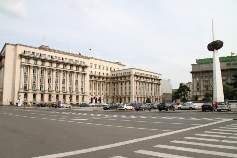 Place du mémorial de la Renaissance. (© Stéphan SZEREMETA)