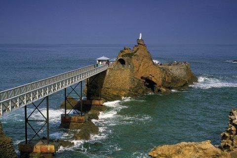 Le Rocher de la Vierge - Biarritz (© PHOVOIR)