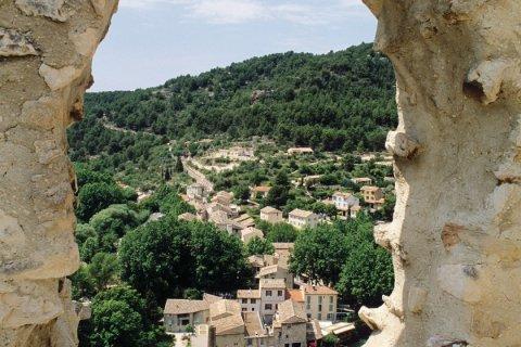 Fontaine de Vaucluse vue du Château (© Irène ALASTRUEY - Author's Image)