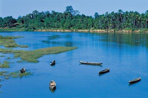 Barques sur l'Irrawaddy. (© Alamer - Iconotec)