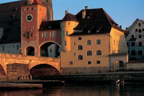 Pont de Regensburg (© Siegfried Stoltzfuss - Iconotec)