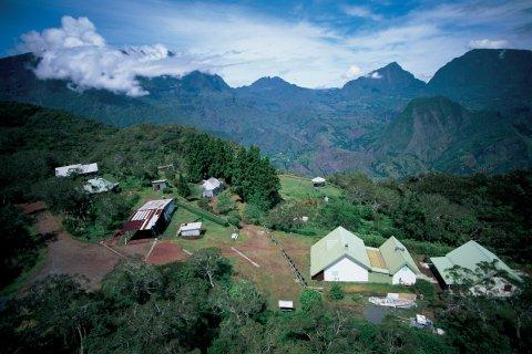 Habitations du cirque de Cilaos. (© Itzak Newmann - Iconotec)