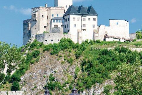 Château de Trenčín. (© phbcz - iStockphoto.com)