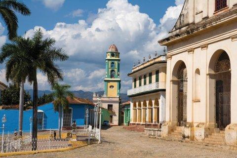 Iglesia de la Santisima Trinidad et Musée national de la Lutte contre les bandits. (© Irène ALASTRUEY - Author's Image)