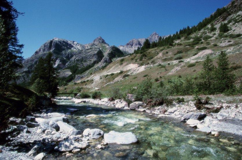 Alpes guide touristique petit fut nature - Meubles de montagne haute savoie ...
