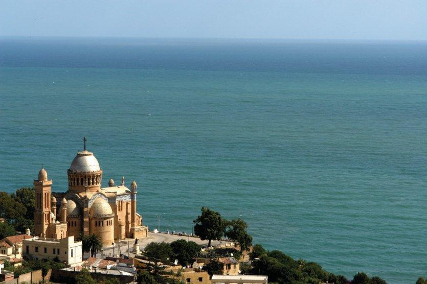 Vue sur la basilique Notre-Dame d'Afrique.