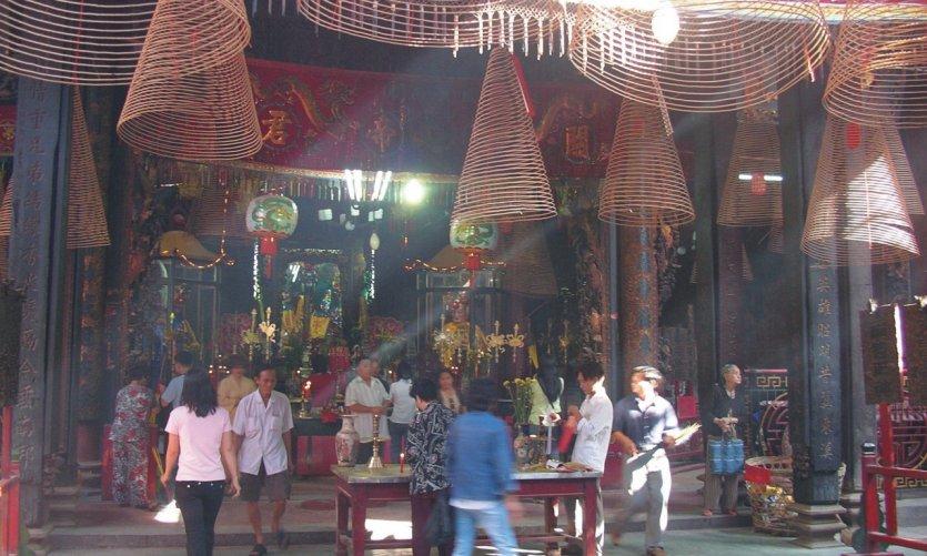 Intérieur de la pagode Nghia An Hoi Quan.