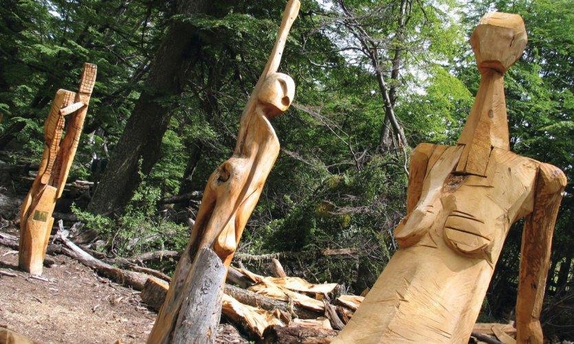 <p>Wooden sculptures, el bosque tallado.</p>