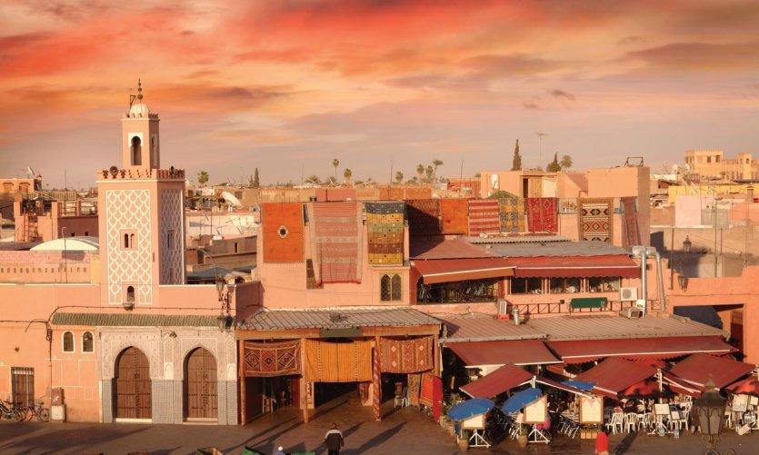 Place Jemaâ el-Fna au crépuscule.