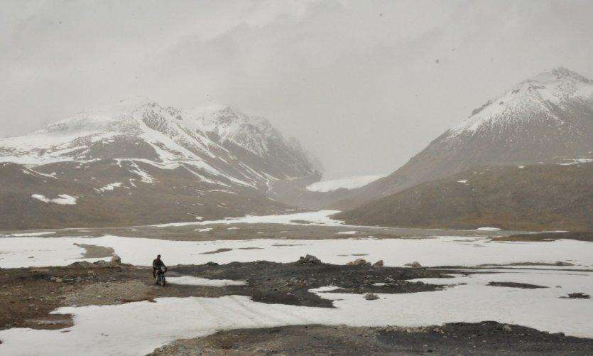 <p>Le col de Khunjerab, qui atteint 4693 mètres.</p>