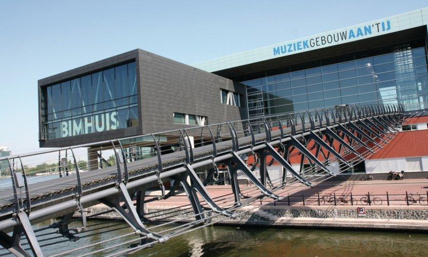 Bimhuis et Muziekgebouw aan 't IJ offrent de nombreuses salles de concert.