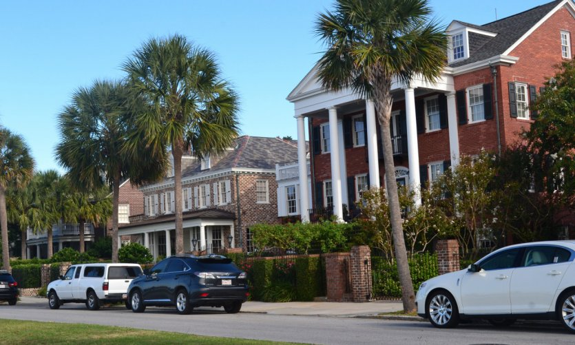 <p>Las hermosas casas históricas de Charleston.</p>