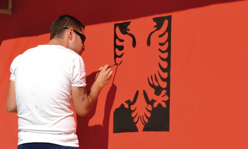 <p>Painter representing the arms of Albania.</p>