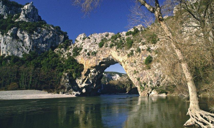 Pont naturel sur l'Ardèche