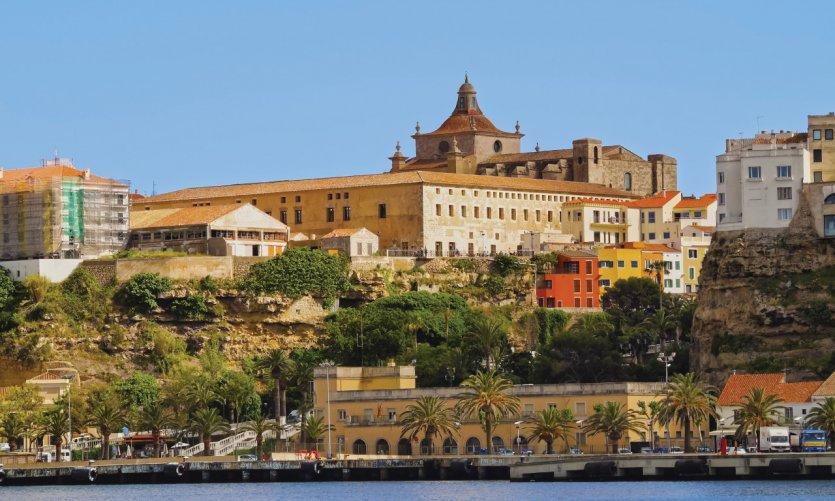Vue sur la ville de Mahon, la capitale de Minorque.
