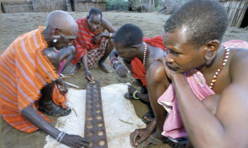 Kenya, Laikipia, Il Ngwesi, joueurs d'awélé