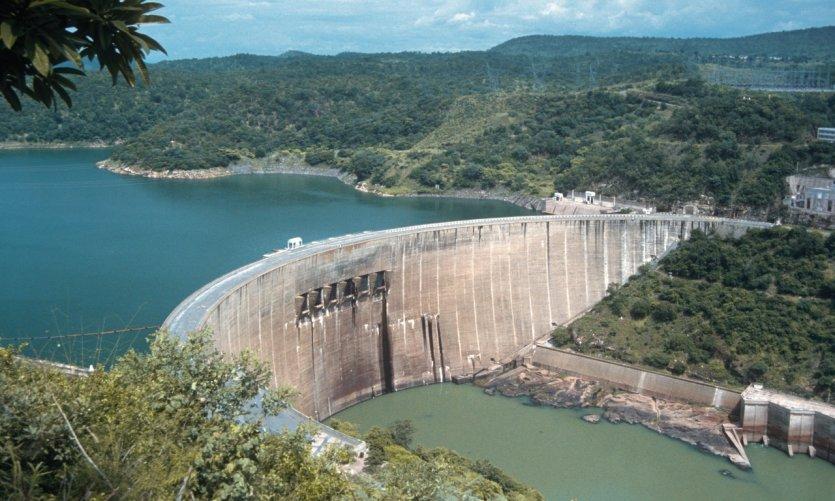Barrage Kariba entre le Zimbabwe et la Zambie.