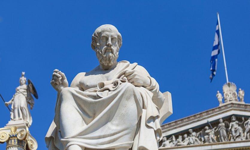 Statue de Platon devant l'académie des sciences d'Athènes.