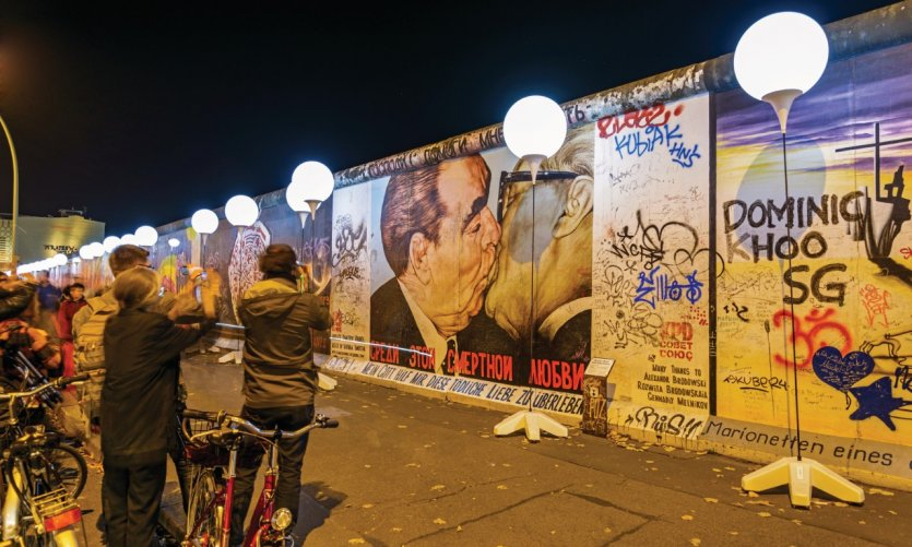 28ème anniversaire de la chute du mur de Berlin.