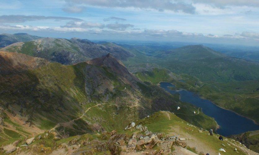 Le sommet de Snowdon offre des vues incroyables sur la région.