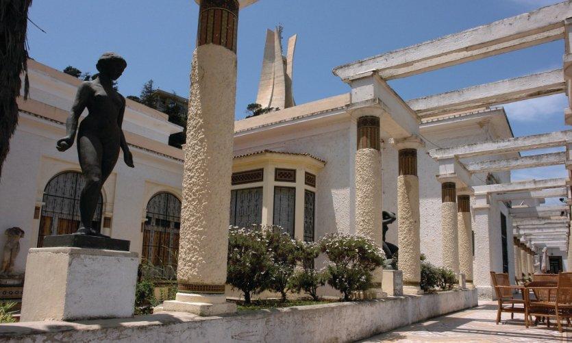 La terrasse du Musée national des Beaux-Arts.