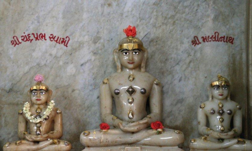 Statues au temple Jain.
