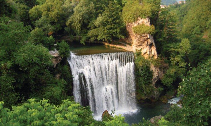 Chutes d'eau de la Pliva (21 m de hauteur), à Jajce.