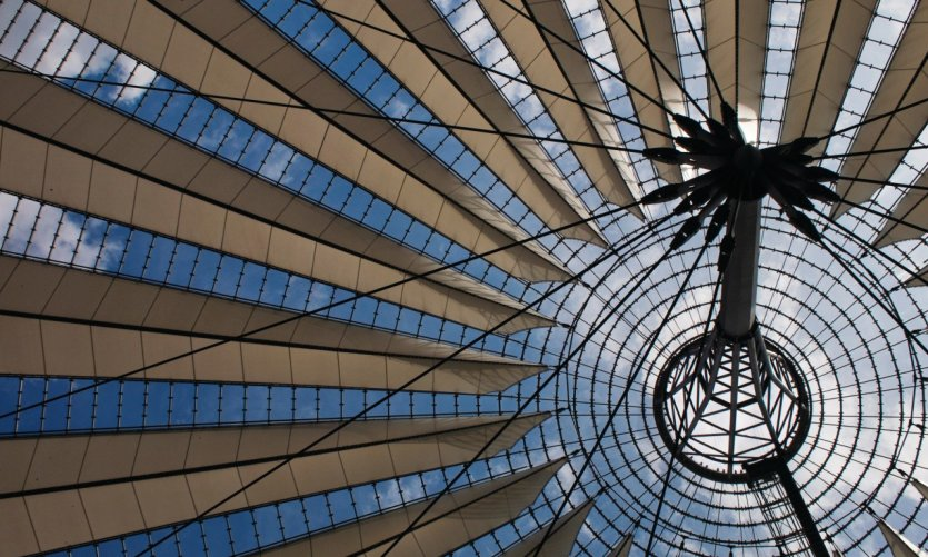 Sony Center et sa gigantesque coupole futuriste sur Potsdamer Platz