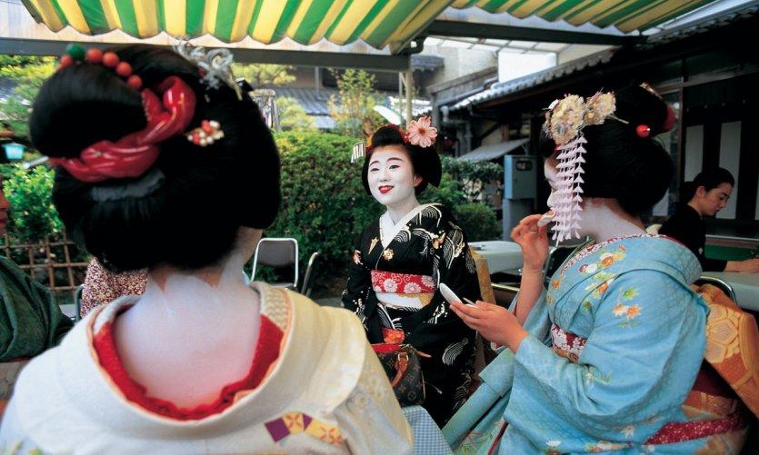 Maikos dans le quartier de Ponto-chō.