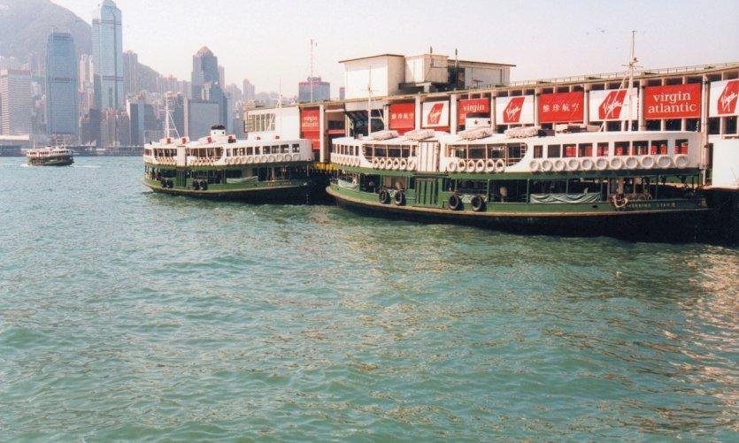 Star Ferry Terminal dans la Baie de Hong Kong.