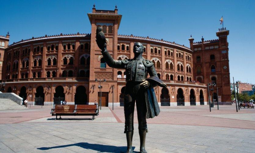 Plaza de Toros de Las Ventas, statue représentant le matador José Cubero.