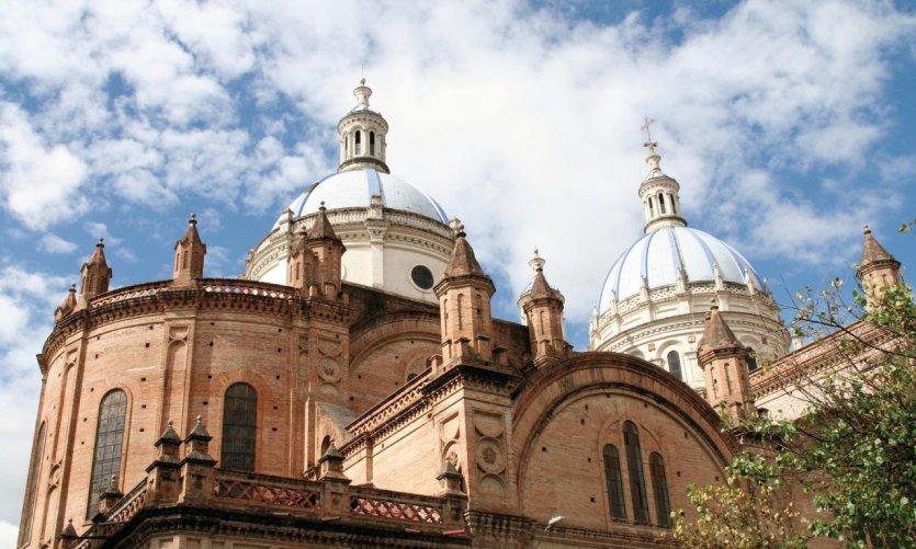 Les coupoles bleues de la nouvelle cathédrale de Cuenca.