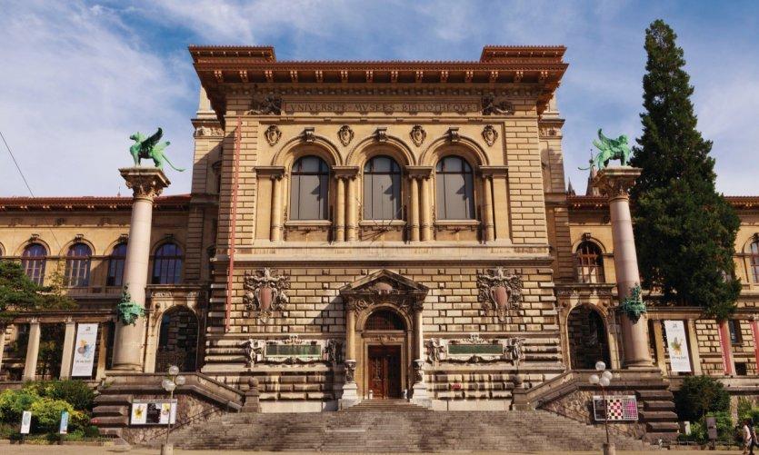 Palais de la Rumine, situé sur la place de la Riponne, abritant les musées des Beaux-Arts et des Sciences.
