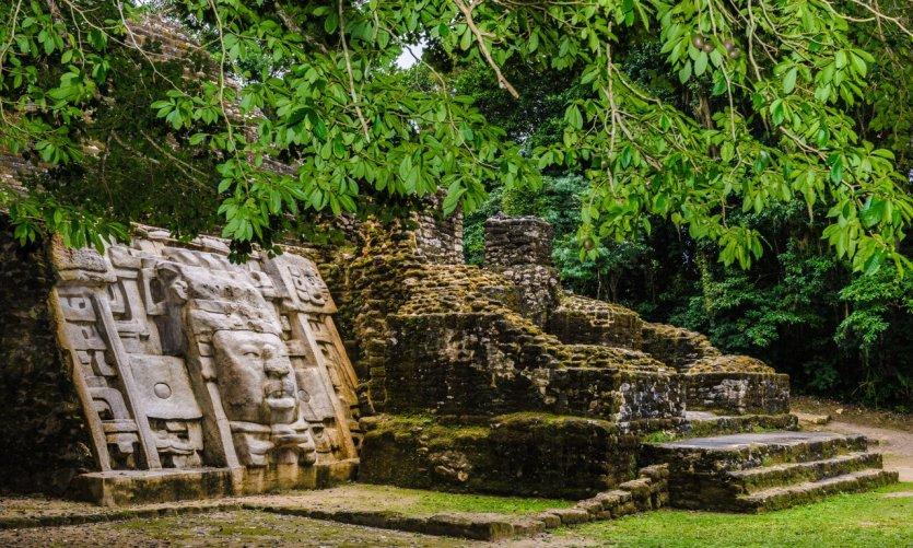 Ruines mayas de Xunantunich.