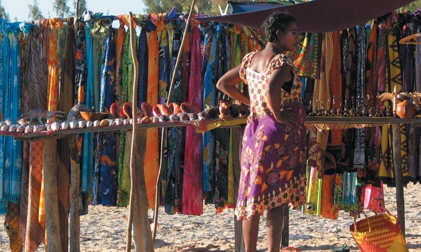 Vendedora en la playa de Ifaty